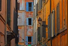vicolo di Roma (Ken Quantick) Tags: street italy roma flickr backstreet viola flickriver kenquantick