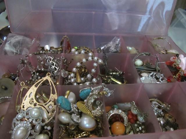 Organizing Vanity Dresser (20)