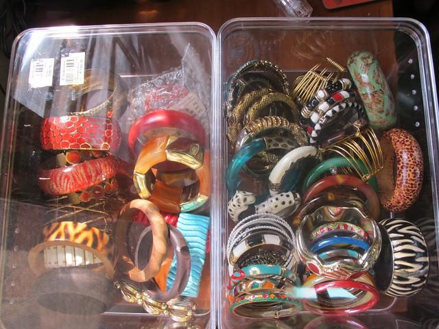 Organizing Vanity Dresser (42)