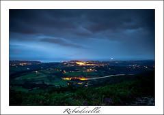 Bruma y luces (ribadeluis) Tags: sunset naturaleza verde night atardecer noche asturias paisaje cielo nocturna oriente montaa mirador ribadesella cantabrico 50d eos50d 1740f4lusm tresmonte
