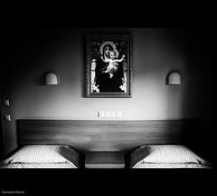 hotel de castidad / Chastity hotel (- GD photography -) Tags: bw white black blancoynegro blanco portugal hotel blackwhite bedroom nikon y beds room religion negro habitación fatima chastity camas religioso d90 blackwhitephotos castidad artlibres