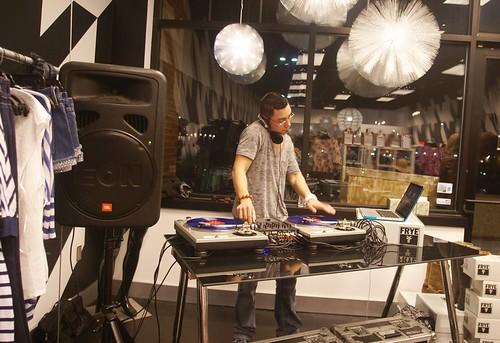 BlogLove DJ Kane