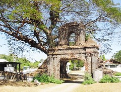 Spanish-era cemetery of Dingras, Ilocos Norte (ioculus) Tags: cemetery antique churches simbahan ilocos laoag ilocosnorte camposanto philippinechurches oldchurches northernphilippines dingras brickarchitecture philippinecolonialchurches lumangsimbahan mortuarygate