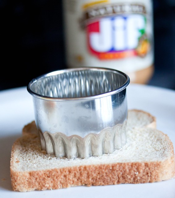 Cut sandwich bread into rounds or simply remove its crust