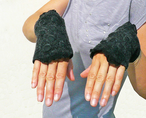 fingerless gloves, arm warmers, wrist warmers, nuno felt, felted, wool, silk