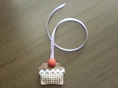 Marcador Cupcake (Mily Art) Tags: artesanato craft cupcake patchwork tecido crafter alfineteiro agulheiro