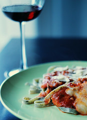 Chicken Parmigiana and Spinach Noodles (Gisete Kindahl) Tags: chicken wine pasta spinach parmigiana