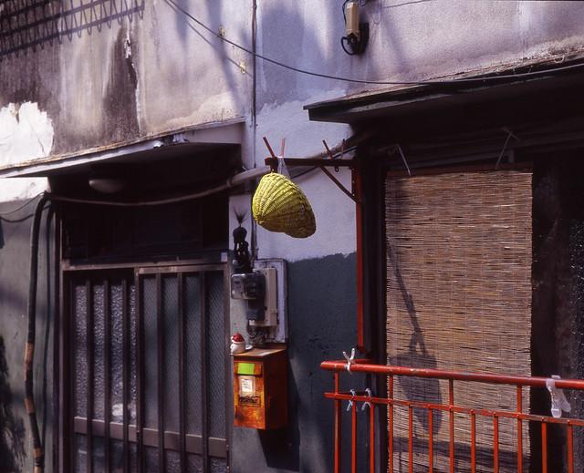 軒先の帽子
