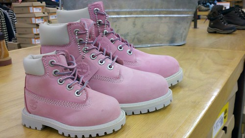 cameraphone pink shoes boots maine timberland 2011 august2011 droid2