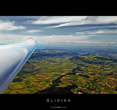 Gliding [Explore 2011-08-14 #347] (Daniel Wildi Photography) Tags: mountains schweiz switzerland airport farmland jura thun bern soaring gliding glider soar sailplane glide brn steffisburg segelfliegen belp gerzensee iata cantonbern icao kantonbern belpberg lszb aaretal lngenberg grbetal