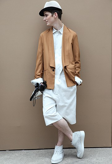 Joe Flemming3042_3.1 Phillip Lim(WWD.com)