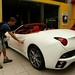 Cada um com seu carro... Roy x Ferrari...