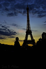 Amazing sky color, Eifel Tower, Paris, France 2011. (thevisualeffect.com (JD Malave)) Tags: sunset paris france canon outdoors eifeltower t2i