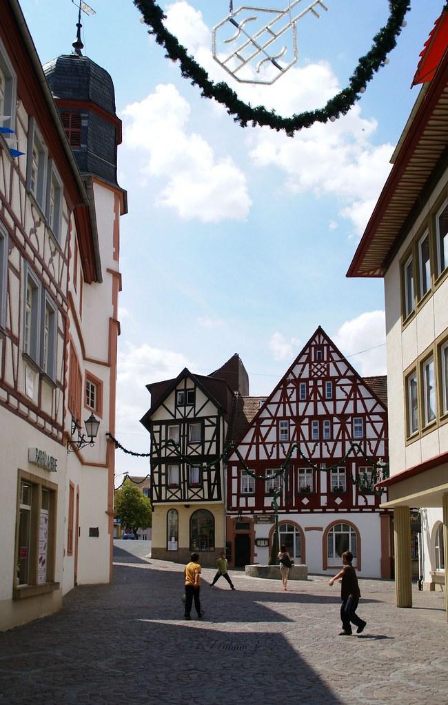 Alzey, Fischmarkt, altes  Rathaus und Weinstube Deutsches Haus (old town hall and wine bar Deutsches Haus)