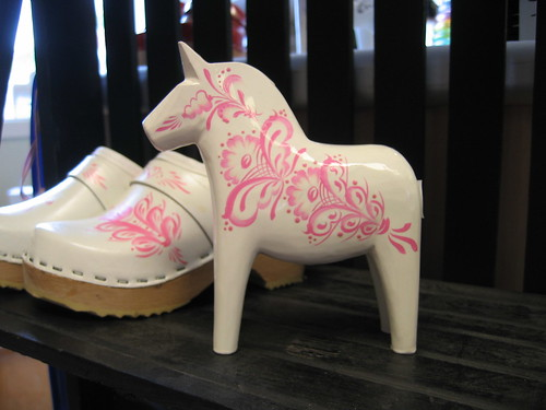 White & pink horse + clogs