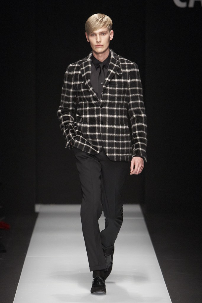 Gerhard Freidl3243_FW11_Milan_Carlo Pignatelli Outside(Simply Male Models)