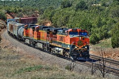 BNSF 976 East 3 (ChasingSteel.com) Tags: railroad arizona train bnsf 976 manifest 4788 5228 transcon gedash944cw seligmansubdivision chasingsteelcom westdoublea