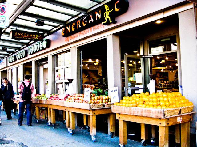 Tienda de fruta en Davie St, Vancouver
