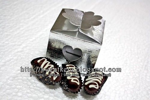 Silver Window Love Box Packing