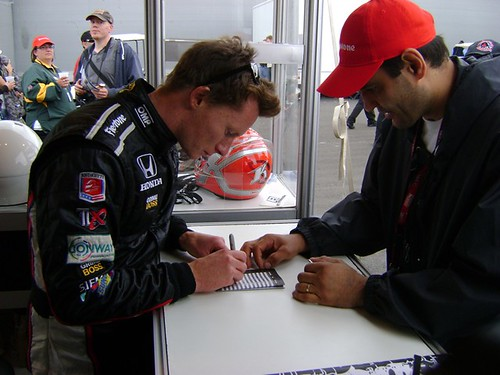 Mike Conway signing autographs at the ArtRotondo.com stand