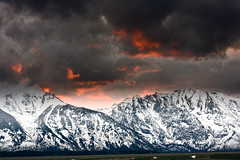 Sunset at Grand Teton (JoanRoca) Tags: mountain snow mountains water landscape landscapes agua unitedstates nieve formation wyoming geology montaa formations montaas freshwater mountainrange grandtetonnationalpark yellowstone2008 mountainandglaciallandforms