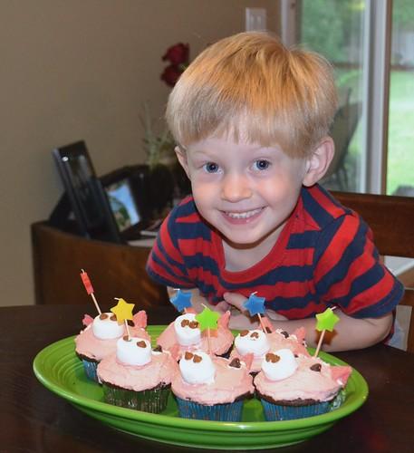 dylan pig cupcakes2