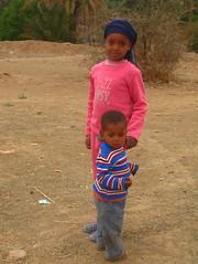 bambini marocchini nella valle del draa (Kristel Van Loock) Tags: morocco maroc marocco marokko draavalley lemaroc southernmorocco draavallei moroccanchildren zuidmarokko maroccodelsud