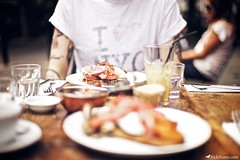 Breakfast At Caravan (Rick Nunn) Tags: wood food london tattoo breakfast bacon ben drink rick nunn tabel ouside ef50mmf14usm