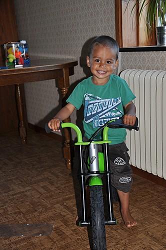 Min söta son med sin cykel han fått av oss :)