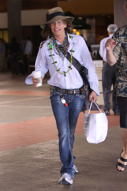 steven-tyler-in-hawaii-01