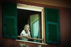 Contemplando (Armando Maynez) Tags: travel viaje sea italy mar nikon mediterranean italia playa cinqueterre vernazza monterosso vacaciones mediterráneo riomaggiore mediterr‡neo