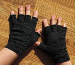 Knucks (Beatrixknits) Tags: knitting knitty dalegarnbabyull knucks