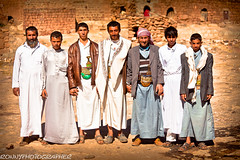 portrait of family and friends in a village near Kawkaban-yemen-mountain haraz (anthony pappone photography) Tags: travel family friends portrait people mountains colors digital canon pose photography photo colours foto village image expression retrato traditional country picture culture tribal arab portraiture arabia yemen meditation fotografia tribe ritratti ritratto reportage tradicion arabs arabo yemeni phototravel mountainvillage yaman medioriente thula arabie hababa kawkaban arabiafelix arabianpeninsula yemenpicture yemenpictures eos5dmarkii mountainharaz