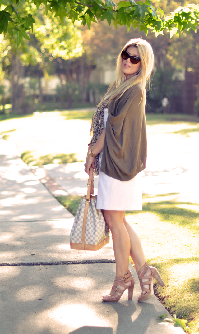 dressing in neutrals and cat eyes