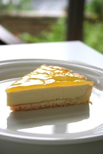 季節限定、爽やかな香りのマンゴーレアチーズケーキ