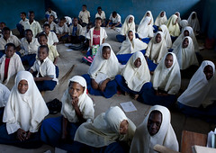 School in Pemba island - Tanzania (Eric Lafforgue) Tags: voyage africa travel school people horizontal tanzania photography costume clothing education photographie veiled veil african poor voile learn ecole pupils archipelago headdress swahili afrique headwear pemba headgear eastafrica 2061 savoir tanzanian tansania tanzanya archipel tanzanie pauvrete colorpicture apprendre eleve photocouleur tansaania tanzanija afriquedelest   colourpicture     tanznija  tanzniy tananja