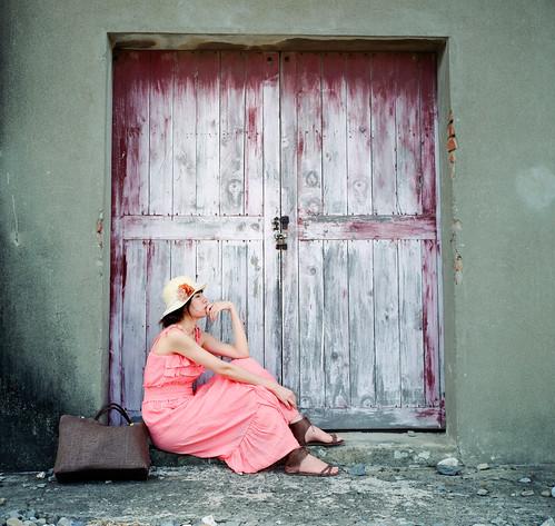[フリー画像] 人物, 女性, アジア女性, 横顔, 帽子・キャップ, 台湾人, 201108101500