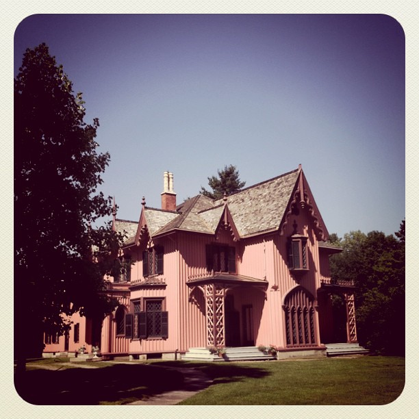 Day 7 : nice hilly ride through Woodstock, CT, by the pink house.