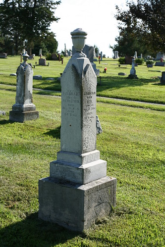 Tombstone of JR and Susanah Beistline