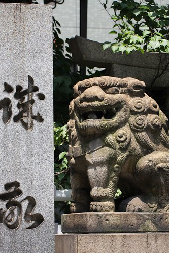 神社の狛犬 / Pair of stone guardian dogs