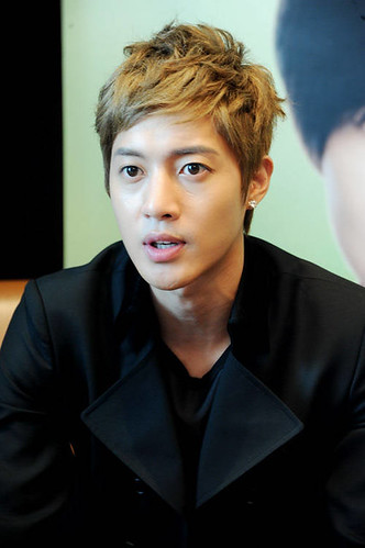 Kim Hyun Joong Interview in Vietnam Hotel Room [110811]