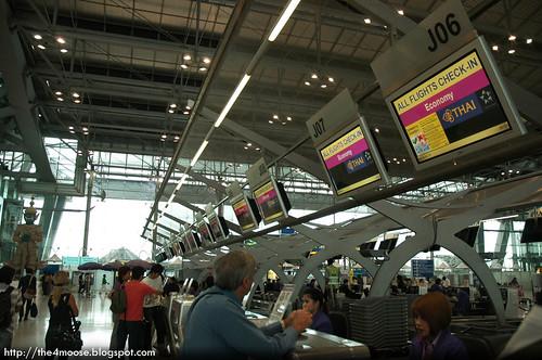 TG 0413 - Checking in at Suvanabhumi Airport
