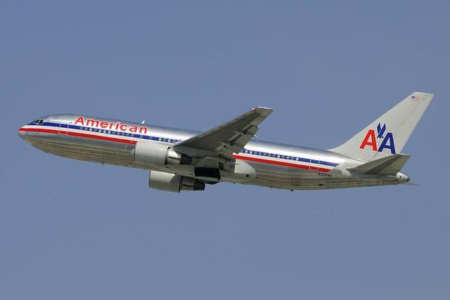 American Airlines Boeing 767-223 (N329AA)