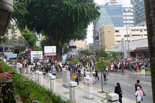 BERSIH 2.0 - 3.11pm - view from Tung Shin hospital parking lot