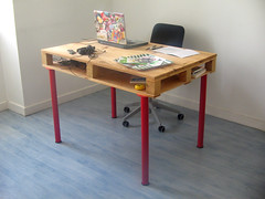 pallet desk overall (pierrevedel.com) Tags: ikea desk furniture curry hack pallet vika