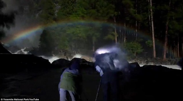 Dazzling arc of colour lights up night sky at Yosemite National Park  7