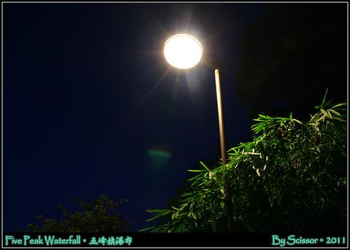 五峰旗瀑布 街燈