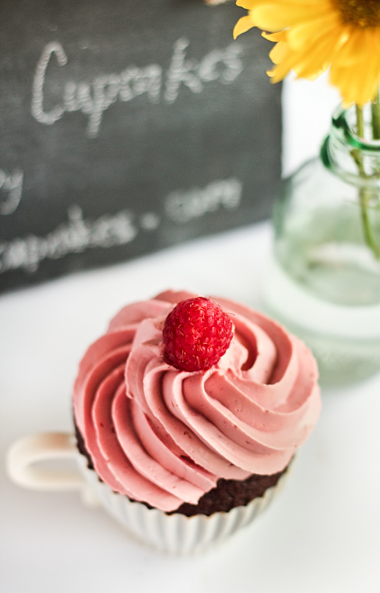 raspberry_devil_cupcakes-3