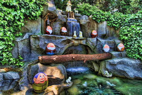 Snow White and the Seven Eggs (TDL 2010)