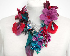 collier vegetal exuberant Rouge-turquoise (Dans mon corbillon...) Tags: blue fleur collier necklace leaf turquoise fuchsia jewelry felt bijou bleu textile bead lampwork necklaces feuille polymer polymre feutre rocaille faitmain sautoir feltjewelry rocailles lainefeutre